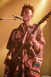 Gbenga Adelekan, bajista de Metronomy (BIME festival, Barakaldo, 2017)