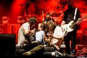 Mark Bowen -guitarra-, Jon Beavis -baterista-, Joe Talbot -cantante-, Lee Kiernan -guitarra- y Adam Devonshire -bajo- de Idles (BIME festival, Barakaldo, 2017)
