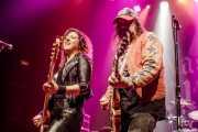 Bonnie Buitrago -bajo- y Blaine Cartwright -voz y guitarra- de Nashville Pussy (Kafe Antzokia, Bilbao, 2017)