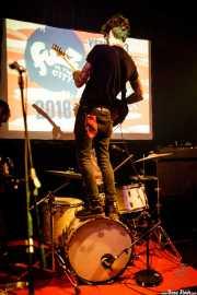 Don Rogelio J., cantante y guitarrista de Aullido Atómico (Hika Ateneo, Bilbao, 2017)