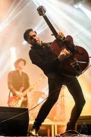 Malcolm Troon -guitarra y pedal steel guitar- y Gavin Jay -bajo- de Jim Jones and The Righteous Mind (Santana 27, Bilbao, 2017)