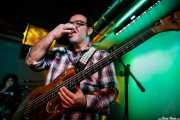 """Kike Lafuente """"Penike"""" -bajo- y David Marín -batería- de Sumisión City Blues (Mendigo, Barakaldo, 2018)"""