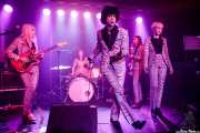 Francy Graham -guitarra-, Fiona Campbell -batería-, Ian Svenonius -voz-, Shelley Salant -bajo- y Amanda Perkins -voz corista- de Chain & The Gang (Kafe Antzokia, Bilbao, 2018)