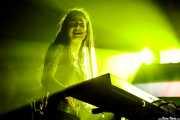 Lore Billelabeitia, bajista ,teclista y cantante de Belako (Palacio Euskaduna Jauregia, Bilbao, 2018)