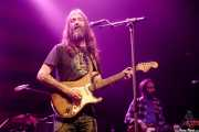 Chris Robinson -voz y guitarra- y Jeff Hill -bajo- de Chris Robinson Brotherhood (Kafe Antzokia, Bilbao, 2018)