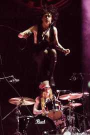 Cecilia Boström -voz- y Niclas Svensson -batería- de The Baboon Show (Bilbao Exhibition Centre (BEC), Barakaldo, 2018)