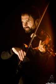 Arkaitz Miner, violinista y mandolinista invitado de Berri Txarrak (Bilbao Exhibition Centre (BEC), Barakaldo, 2018)