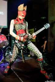 Puss Johnson, cantante y guitarrista de Pussycat and the Dirty Johnsons (Hika Ateneo, Bilbao, 2018)