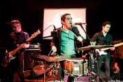 Sérgio Cardoso -bajo, Carlos Mendes -voz y batería- y Samuel Silva -guitarra- de The Twist Connection (Hika Ateneo, Bilbao, 2018)