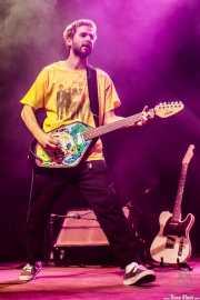 Josu Ximun, cantante y guitarrista de Lukiek (Kafe Antzokia, Bilbao, 2018)