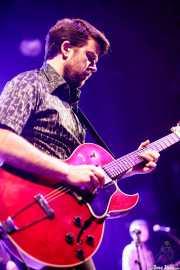 Iñigo Ortiz de Zárate, guitarrista y teclista de The Allnighters (Kafe Antzokia, Bilbao, 2018)