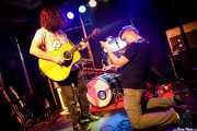Jesse Parmet -guitarra- y Nate Cook -voz y guitarra- de The Yawpers (Kafe Antzokia, Bilbao, 2018)