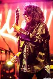 Mary Ramirez, guitarrista de The Detroit Cobras (FuzzVille - Magic Robin Hood Resort, Alfaz del Pi, 2018)