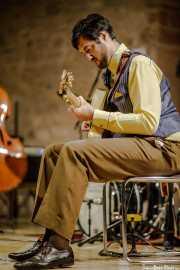 Matías Comino, guitarrista y banjista de O Sister! (Festival de Jazz de Sigüenza - Auditorio El Pósito, Sigüneza, 2018)