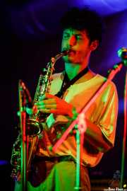 Lizardi Ceballos, saxofonista y guitarrista de Purple Vellocet (Nave 9 (Museo marítimo), Bilbao, 2018)