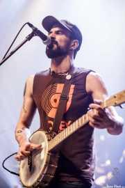 "Guillermo Santibáñez ""Will"", guitarrista, cantante y banjista de Mud Candies (Kafe Antzokia, Bilbao, 2018)"