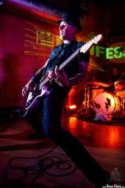 Tom Spencer -voz, guitarra- y Paul Cook -batería- de The Professionals (Nave 9 (Museo marítimo), Bilbao, 2018)