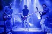 """Santi Real -voz y guitarra-, Ricardo Andrade -bajo-, Javi Letamendia """"Leta"""" -batería- y Álvaro Real -voz y guitarra- de El Inquilino Comunista (Kafe Antzokia, Bilbao, 2018)"""