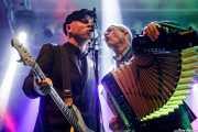 Nathen Maxwell -bajo- y Matt Hensley -acordeón- de Flogging Molly (Santana 27, Bilbao, 2019)
