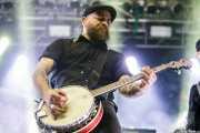 Spencer Swain, mandolinista y banjista sustituto de Flogging Molly (Santana 27, Bilbao, 2019)