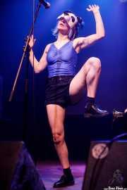Diana Burkot, cantante, performer y samplers de Pussy Riot (Kafe Antzokia, Bilbao, 2019)