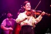 Daniel González Álvarez -contrabajo- y Nerea Alberdi Etxebarría -violín- de Dr. Maha's Miracle Tonic (Kafe Antzokia, Bilbao, 2019)