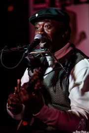 Terry Harmonica Bean, cantante, guitarrista y armonicista (Sala Azkena, Bilbao, 2019)