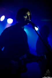 Tom Dougall, cantante y guitarrista de Toy (Kafe Antzokia, Bilbao, 2019)