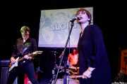 Buddy Fuzz -guitarra-, Peter Chopsticks -batería- y Ivy Claudy -voz- de Sloks (Hika Ateneo, Bilbao, 2019)