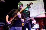 Abel Maregil -guitarra y teclado-, Nicolás Sáenz -voz y bajo- y Xavi Sáenz -batería- de Dinamita Brother (Hika Ateneo, Bilbao, 2019)