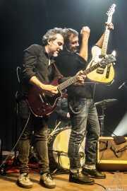 Fernando Macaya -guitarra- y Hendrik Röver -voz y guitarra-  de Los DelTonos (Kafe Antzokia, Bilbao, 2019)