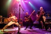 Paulo Furtado -voz y guitarra-, Filipe Rocha -bajo-, João Cabrita -saxo- y Paulo Segadães -baterista- de The Legendary Tigerman (Kafe Antzokia, Bilbao, 2019)