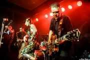 Dabid Martín -contrabajo-, Willy Calambres -saxo-, Micky Paiano -cantante- y Carlos Beltrán -guitarra- de Micky & The Buzz (Kafe Antzokia, Bilbao, 2019)