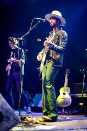 Luke Enyeart -guitarra- y Ryan Bingham -voz, guitarra, armónica- de Ryan Bingham & Band (Kafe Antzokia, Bilbao, 2019)