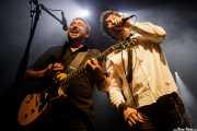 "Egoitz ""Polako"" Artaraz -guitarra- y  Alex ""Almirante"" Ron -voz y armónica- de Los Daltonics (Kafe Antzokia, Bilbao, 2019)"