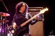 Tracy Wormworth, bajista en gira de The B-52's (Azkena Rock Festival, Vitoria-Gasteiz, 2019)