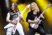 Dave Rude -guitarra- y Frank Hannon -guitarra de Tesla (Azkena Rock Festival, Vitoria-Gasteiz, 2019)