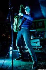 Spencer Evoy, cantante y saxofonista  de Los Torontos (Azkena Rock Festival, Vitoria-Gasteiz, 2019)
