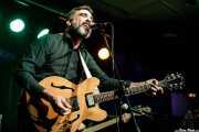 Santi Campos, cantante, guitarrista y pianista de Santi Campos & Herederos (Kafe Antzokia, Bilbao, 2019)