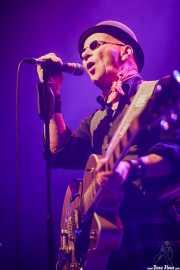 Kevin Weatherill,c antante, guitarrista y armonicista de Immaculate Fools (Kafe Antzokia, Bilbao, 2020)