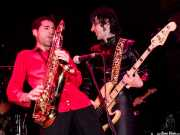 Joe González -saxo- y Jabi -bajo- de Atom Rhumba (Kafe Antzokia, Bilbao, 2003)
