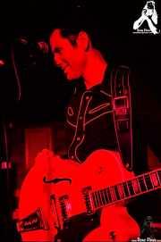 Robert Lopez, cantante y guitarrista de The Zeros (, , )