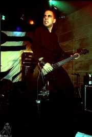 John Calabresse, bajista de Danko Jones (Sala Azkena, Bilbao, 2002)