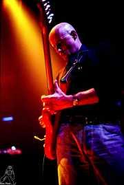 Jorge Martínez, cantante y guitarrista de Ilegales (Kafe Antzokia, Bilbao, )
