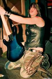 Karen Cuda, bajista de Nashville Pussy (Kafe Antzokia, Bilbao, )