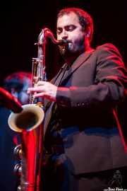 Santi González, saxofonista de The Allnight Workers, Kafe Antzokia. 2013