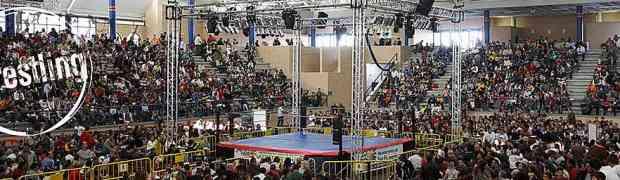 Fotos de wrestling. Llaves, saltos y mamporros