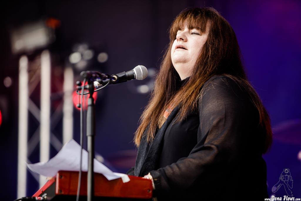 Sally Ann Evans, cantante y teclista de Buck & Evans (Azkena Rock Festival 2017)