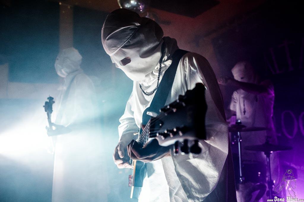 Skybite -bajo-, Weasel Joe -guitarra- y Reaper Model -baterista- de El Altar del Holocausto