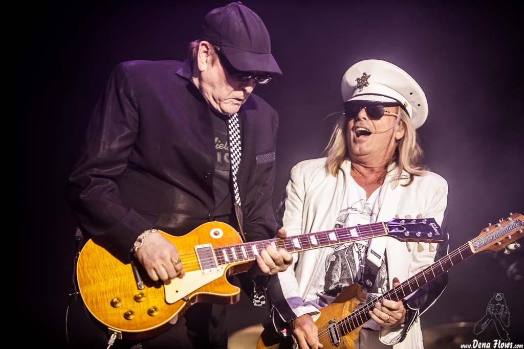 Rick Nielsen -guitarra- y Robin Zander -voz y guitarra- de Cheap Trick (Azkena Rock Festival 2017, 23/VI/2017)